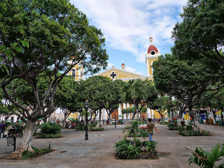 Nicaragua: GRANADA: Die Kathedrale am Parque Central