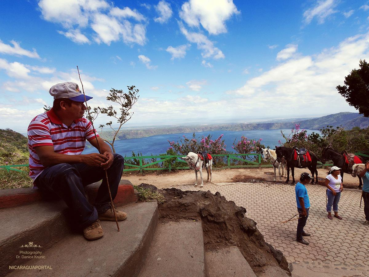 Nicaragua: MASAYA Catarina: DieLaguna de Apoyo