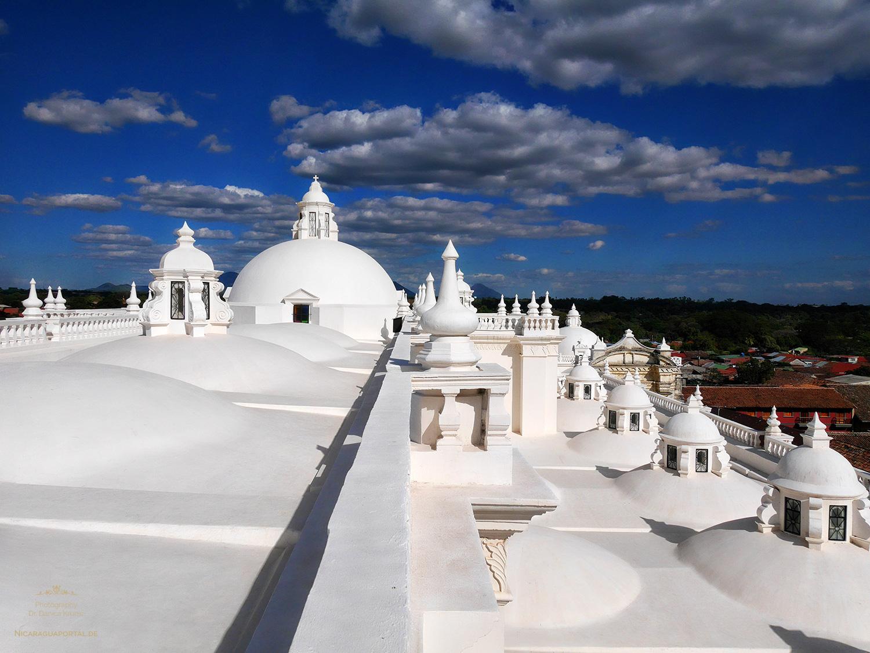 Nicaragua: LEON: Die Kathedrale am Parque Central
