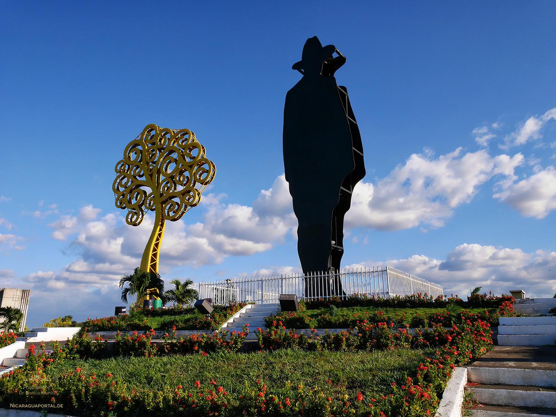 Nicaragua: MANAGUA: Loma de Tiscapa: Sandino