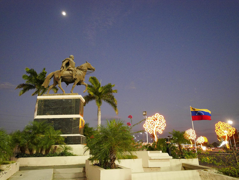 Nicaragua: MANAGUA: Reiterstatue des Simón Bolívar