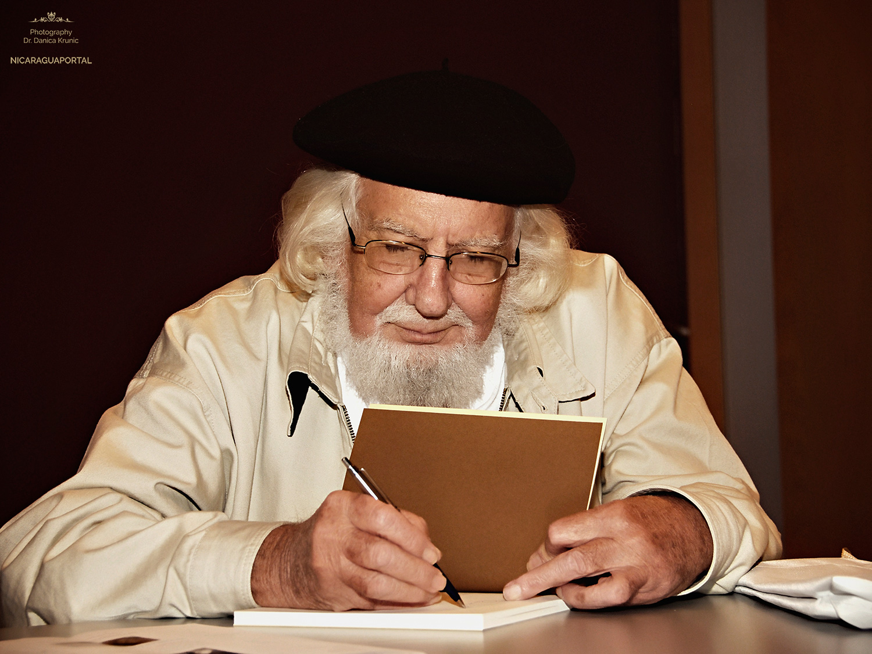 Ernesto Cardenal – Poemas y Biografia