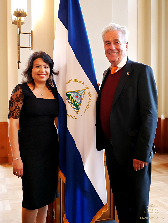 Nicaragua: S.E. Karla Luzette Beteta Brenes Botschafterin in Berlin und Dr. Horst Engler-Hamm Honorarkonsul