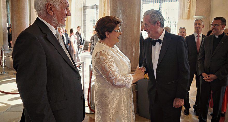 Der 19. Juli 2016 ist nicht nur der Tag des traditionellen Sommerempfangs, sondern auch der 37. Jahrestag der Revolution in Nicaragua. Dies war Grund genug für ein gemeinsames Gespräch des Honorarkonsuls Dr. Horst Engler-Hamm mit der Bayerischen Landtagspräsidentin Barbara Stamm über Nicaragua.