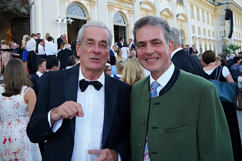 Der Landtagsabgeordnete Florian Streibl traf beim Landtagsempfang von Barbara Stamm auf Nicaragua Konsul Horst Engler Hamm, der ihm von den Feierlichkeiten zum 37. Jahrestages des Sturzes der Somoza Diktatur berichtete.